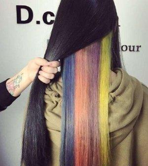 女子可隐藏彩虹发型 都是彩虹色染发的精华所在