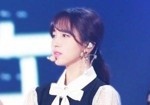 <b>韩式女孩蓬松度高的马尾辫扎法 女生马尾辫怎么扎有教程方案</b>