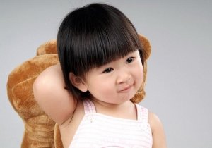 <b>两岁女宝宝发型有什么梳法推荐 女宝宝头发长短发都好控制</b>