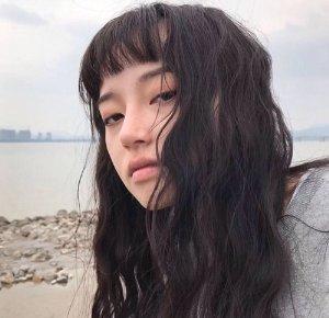 女孩脸大能用空气刘海吗 造型师亲指空气刘海超显脸小