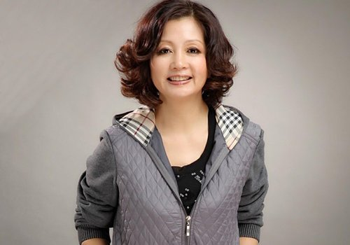 中老年女士最适合的烫发发型图片 年代感才是中老年发型方向