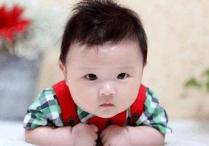 这个一岁半小男孩发型也太可爱了 男童发型图片把童龄放的精致