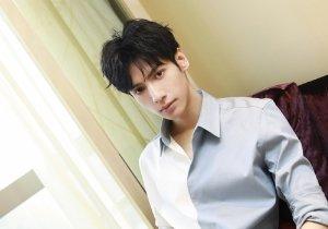 额头窄脸长男生除齐刘海之外的刘海选择 属于长脸型男的短发设计