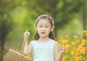 <b>女孩直发扎成公主头不要太美腻 9岁女童优雅甜美公主头最新扎法</b>