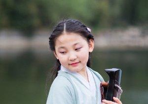 <b>9一10岁女孩漂亮简单古装扎发look 秋天穿汉服这样扎头发美腻清新</b>