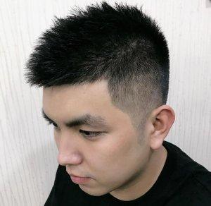头大圆脸的男生短发怎么梳 中年胖圆脸男士显瘦气质剃两边短发设计