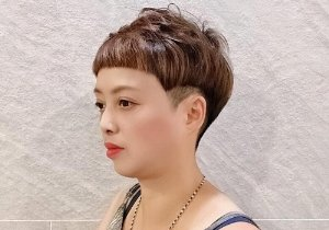 50岁女性剪露耳短发才真减龄 2021年中老年女士前卫时尚超短发设计