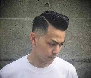 头发两边剃一道杠图片 男生头发一道杠会更加有气势感