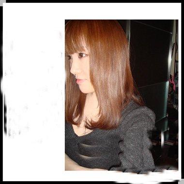 浅棕梨木色头发造型 女生时尚发色图片大全