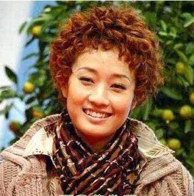 烫发发型超短羊毛卷 羊毛卷适合的脸型看上去时尚不少
