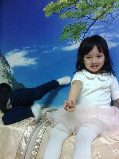 小女孩妹妹头发型图片 看上去更加的有乖巧感