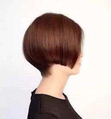 剪齐耳短发剃后颈头发 更加的利落和自然
