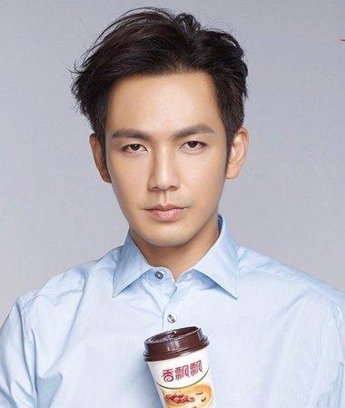 男生侧分刘海 男侧分37刘海发型修饰自己的脸型
