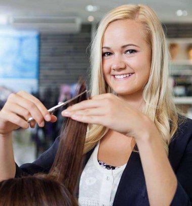 碎发剪刀怎么用 发型师玩剪刀花式都有哪几种方式呢