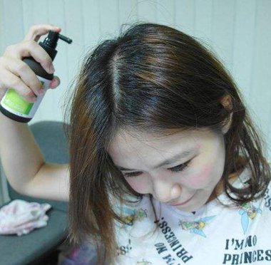 头皮出油多是什么原因 专人专项解决头皮出油问题