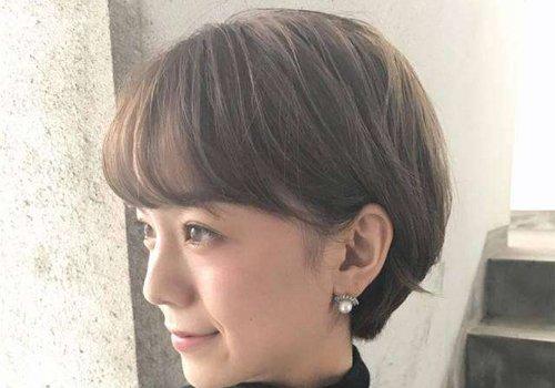 大饼脸女生在找最修颜的短发发型图片 梳短发的方法这么多修饰大脸最重要
