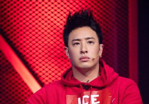 齐刘海短发一点都不适合正方形脸男生 斜刘海甚至露额短发更适合