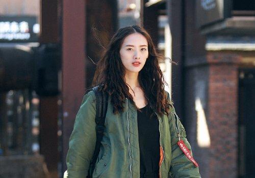 又到梳散发的季节,秋季女生最新仙女烫发型上线,森系女神最爱卷发