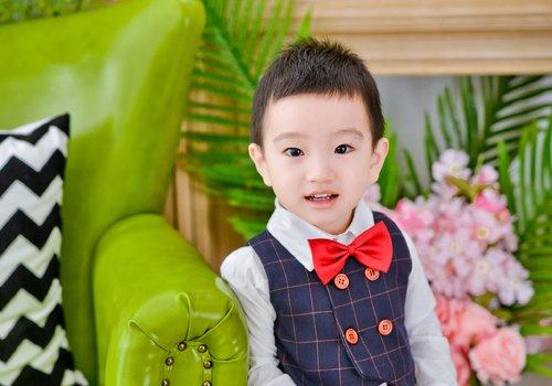 两岁男宝宝平头寸头卡尺头的剪法 简单不失潮流的男幼童短发造型