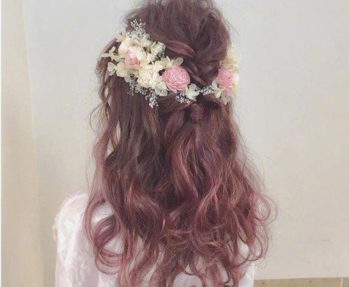 怎样才能把头发扎的蓬松又好看 散漫女孩扎发发型像是打了空气