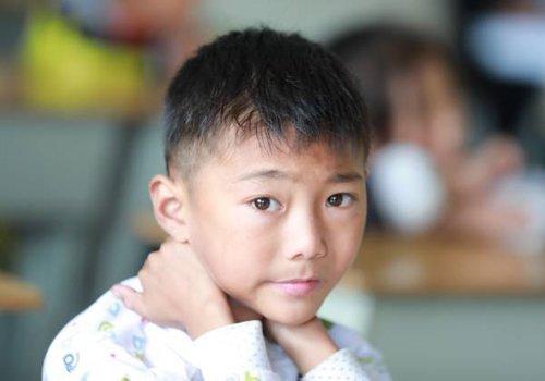 男童怎么理小平头发型有图片教程 不过时的平头发型成吸睛典范