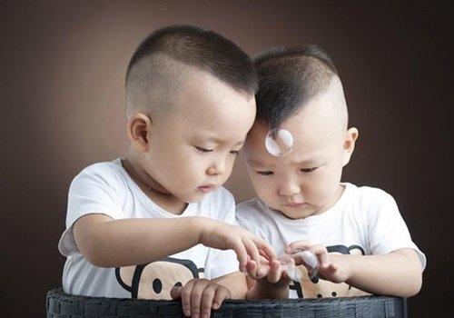 周岁男宝宝发型都该怎么梳 小孩子发型不在长在外形