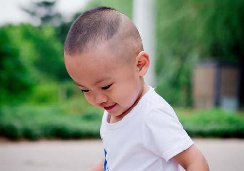 九个月大的男宝宝发型图片大全 孩子小不是发型难看的借口