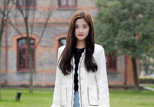 网红长刘海更适合大脸女生 2021年大脸女生侧分长刘海卷发范例