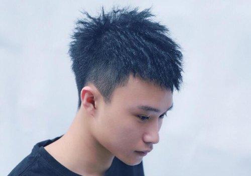 额头大男生适合烫发还是电发?纠结烫发种类没用,额头变小才是正事