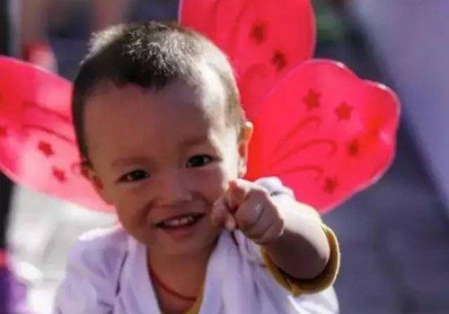一两岁男宝宝怎么剪发型最酷 幼童期短发发型看多了自然就会了