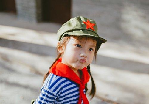 小女孩简单甜美双麻花辫get 秋季幼儿园女童传统时尚编发发型