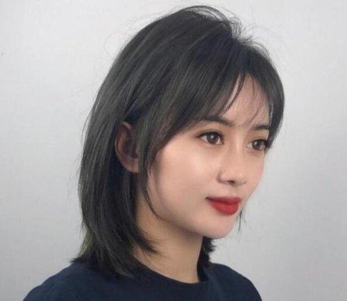 长方脸女士梳什么刘海显脸小 中年长方脸女士可梳的刘海不止一种