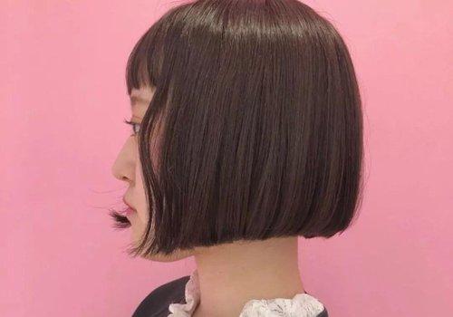 大脸型不从发型找破绽就没好 脸大女生头发少剪什么短发好看呢