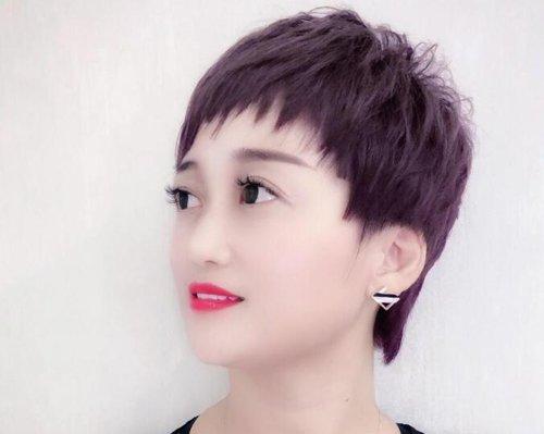 胖脸短脖子女生打理短发的技巧 中年女士齐脖短发让你拥有天鹅颈