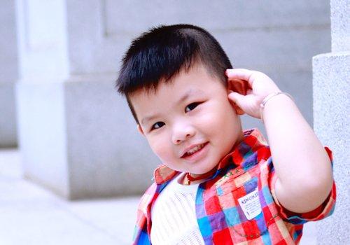 两岁男童发型能留多长头发 婴儿期男童发型短发变帅十度