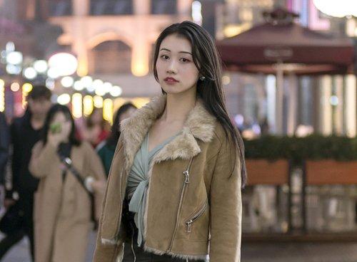 长发烫卷不好打理?那就只烫刘海,2021年女生网红刘海发型推荐