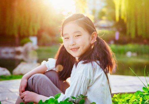 11岁女孩上学扎马尾辫灵动又简单 小学女生自己能搞定的长发扎发