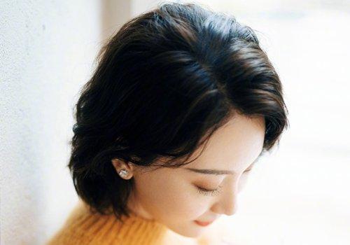 2021年中年女士短直发几种造型 女士好打理短发凸显一米八气场