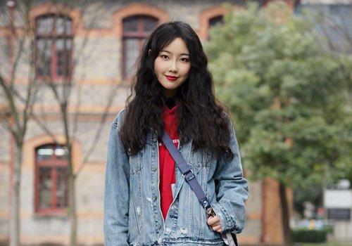 瘦长脸头发薄女生该怎么打理长发 最佳选择是烫卷没有刘海都能修颜