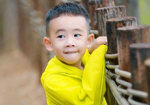 现在的六岁男孩不得了 帅气短发发型一改小孩子无知本相