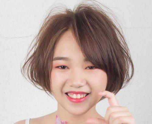 脸胖头发少女生梳短发最时髦 胖脸女生修颜塑型刘海短烫发造型look