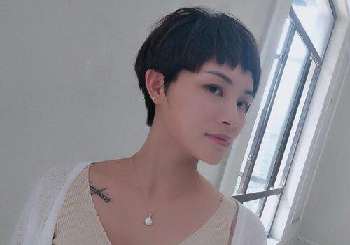 国字脸女士适合剪什么刘海 秋季中年国字脸女士刘海短发又出新造型