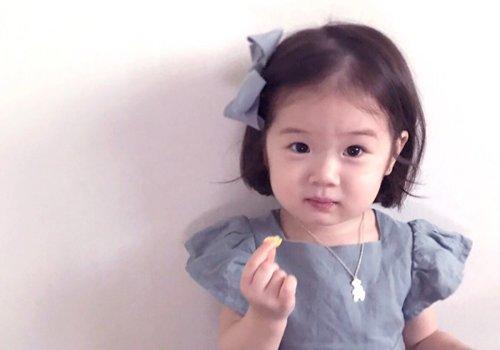 看一看2岁小女孩都在剪什么发型 女童发型不怕难短发就是最美的