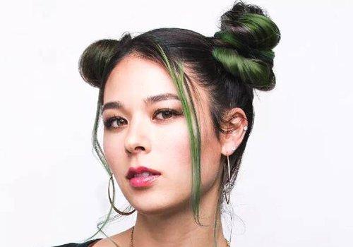 方脸女孩是怎么扎好看发型的 开花式扎发助力方脸变美路