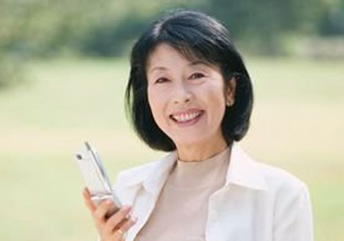 拒绝五十岁的女人了别太花哨说法 最佳中年发型上线女士同样吸睛