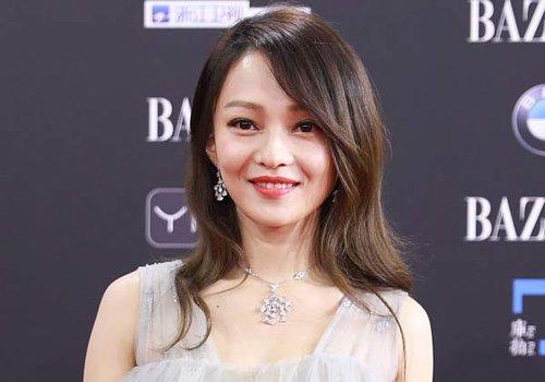 圆脸女孩子梳什么刘海更好看 怎么梳圆脸发型刘海靠前