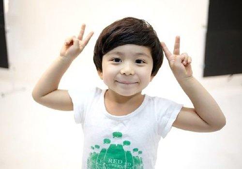 3岁小男孩都适合什么发型呢 圆脸小男孩发型把3岁做完美