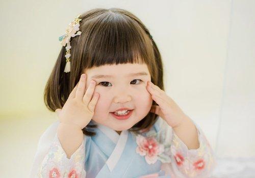 三岁女宝宝穿古装别错过这几款扎发 小清新简约女童扎发与汉服最搭