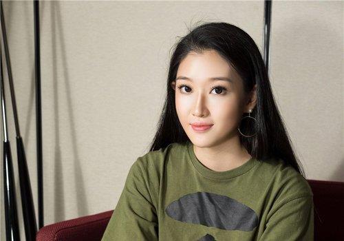 头发自然色是什么颜色,中国是黑色,2021年女生百变黑色长发设计