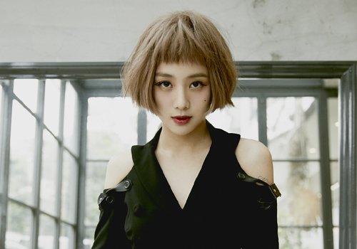 2021年女生学生头改造新方法 潮女最爱的学生头短烫发超时髦